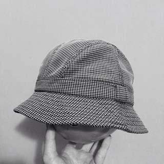 Topi Bucket Hitam-Putih