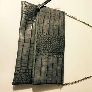 鐵灰色長方型手拿包+活動錬背帶