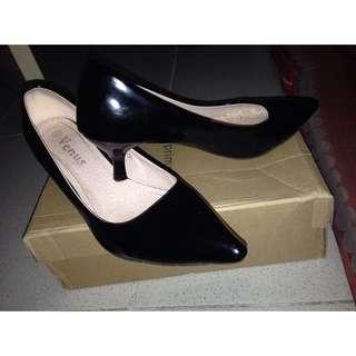 🌼🌼VENUS BLACK SHOES (size 6)🌻🌻