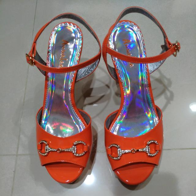 全新真皮鑽飾涼鞋