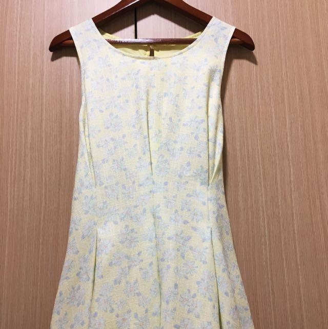 黃底藍花洋裝