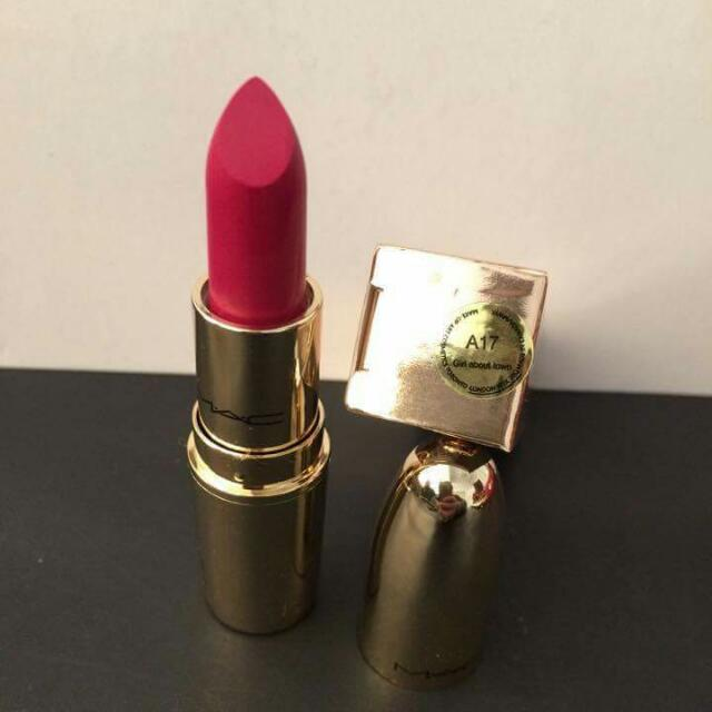 A17 Girl About Town MAC LUSTRE LIPSTICK