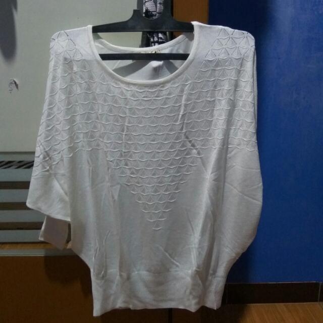 Atasan / Sweater Garis Putih
