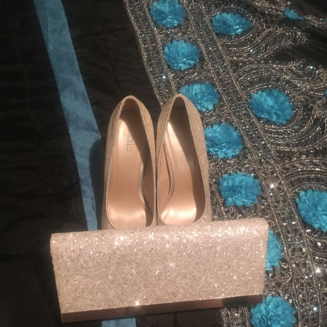 Bettes Clutch And Pumps