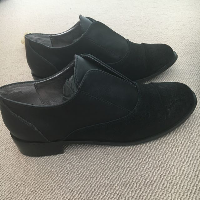 Black Flat Front Detail Loafers