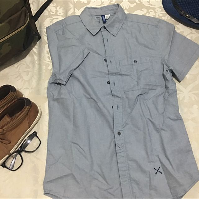 DIVIDED H&M CHAMBRAY POLO