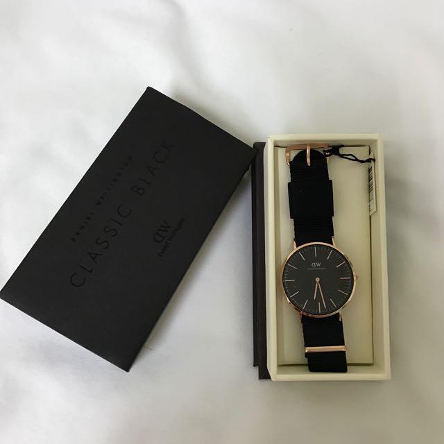 (現貨)DW 手錶 40mm 黑色錶面 尼龍錶帶 Classic Cornwall