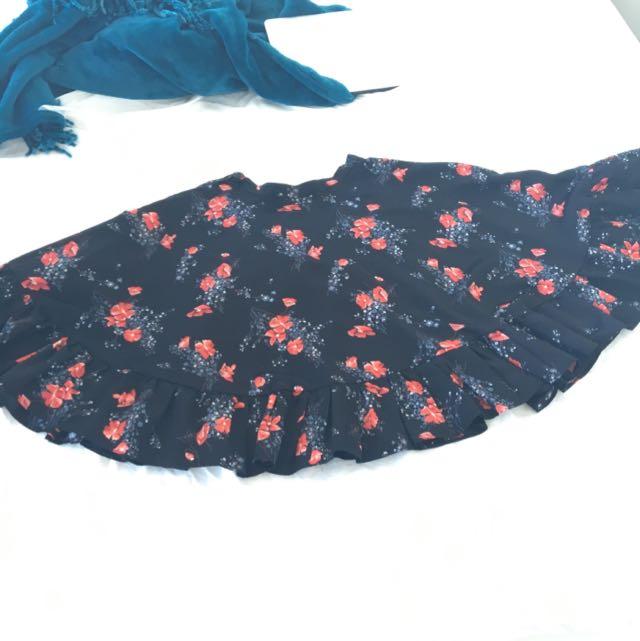 Flouncy Floral Skirt (Vintage, VERY Small Waist)