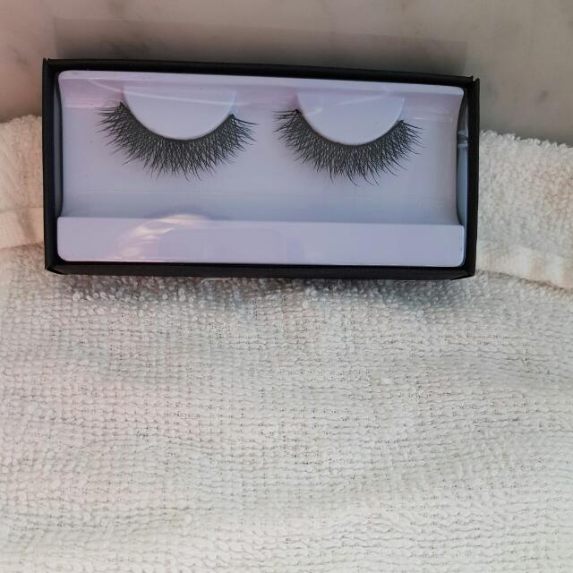 Huda Beauty Lashes In Style Claudia