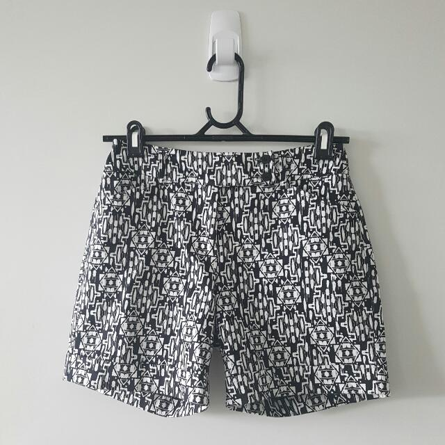 JacquiE Printed black and white shorts