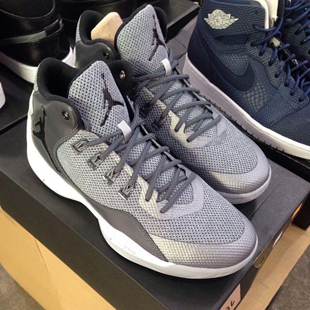 買一送一!!Jordan 灰色籃球鞋!