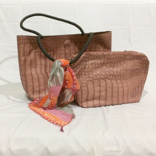 Les Catino Bag And Pouch