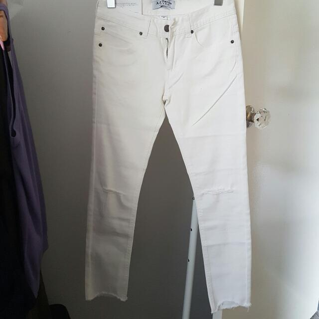 [NEW] White Cut Off Denim Jeans With Slits, Size 6