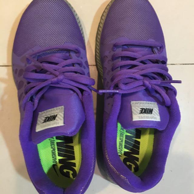 紫色nike跑鞋
