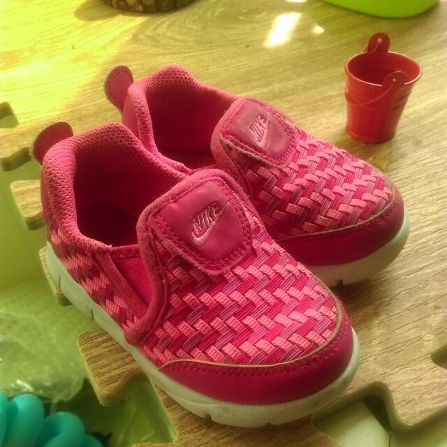 Nike女寶運動鞋