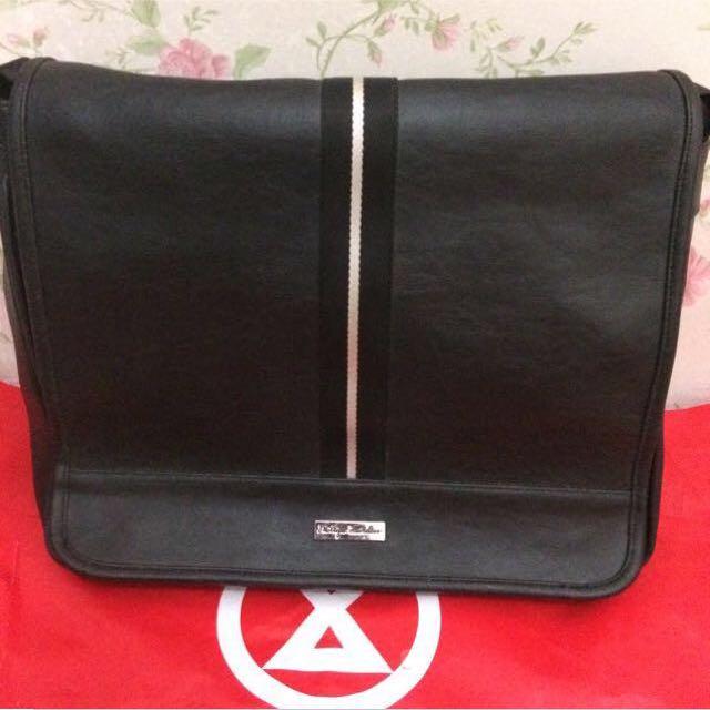Reprice‼️Phillipe Jourdan Leather Bag