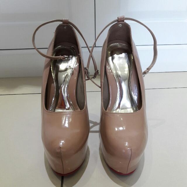 Sepatu Louboutin Replika - warna Nude / Cream - Size 35 - Tinggi Heels 15 cm