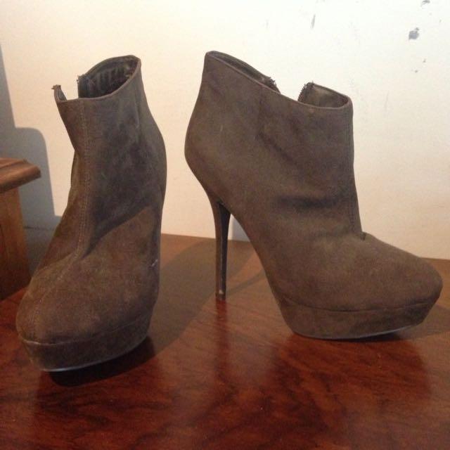 stilleto boots