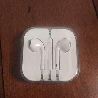 New Apple Earphones