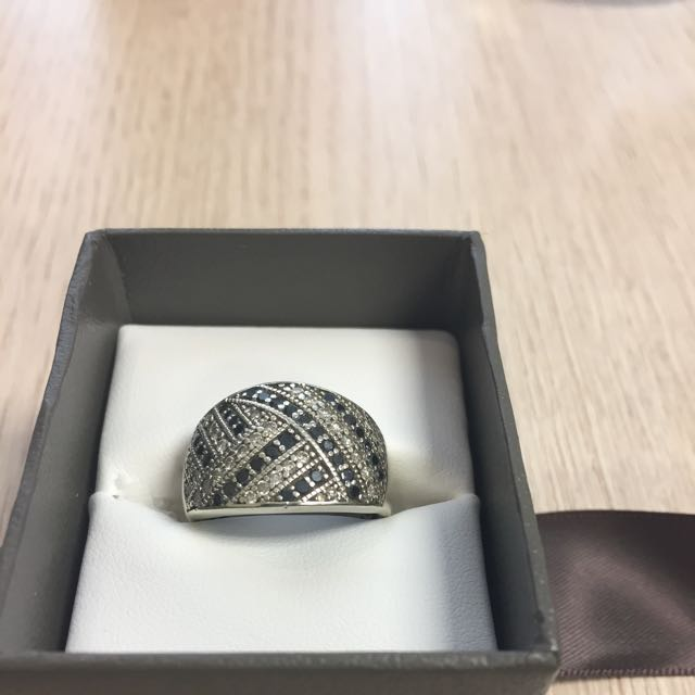 10ct White Gold With Black And White Diamonds Ring