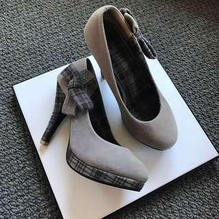 #under20 Grey High Heels