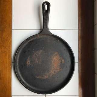 Lodge 27cm Cast Iron Crepe Pan