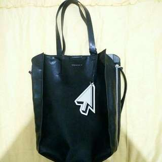 CHARLES AND KEITH TOTEBAG