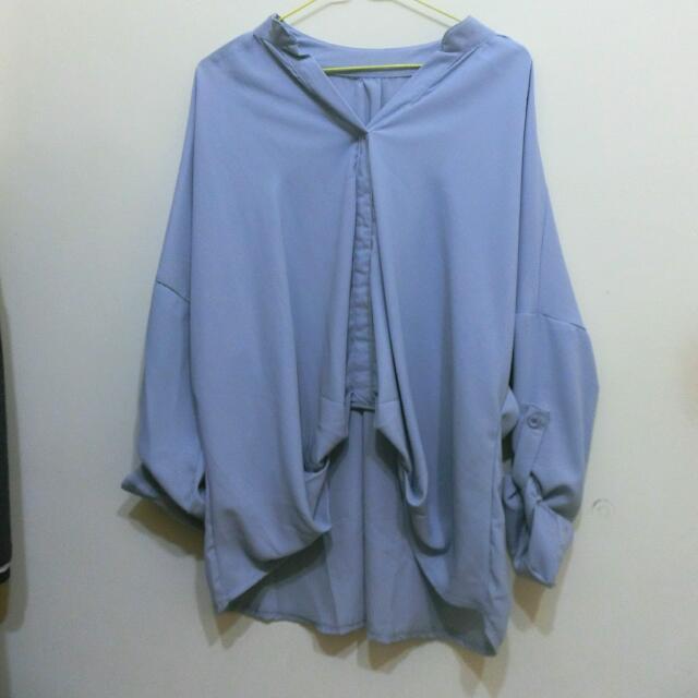 水藍大領口襯衫