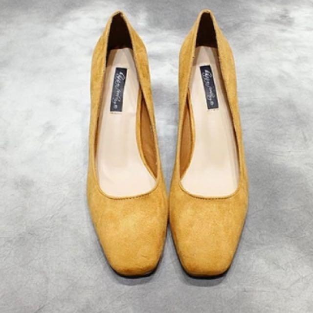 黃芥末色高跟鞋