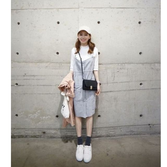 灰色麂皮絨吊帶裙