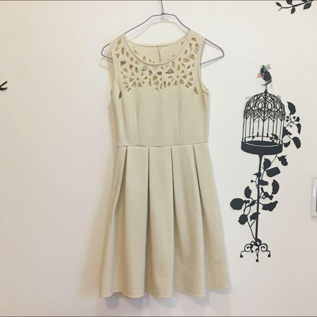 鏤空洋裝 (米色)
