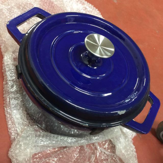 出清全新 瑕疵鑄鐵鍋 24cm 鍋蓋有防噴功能 只要900