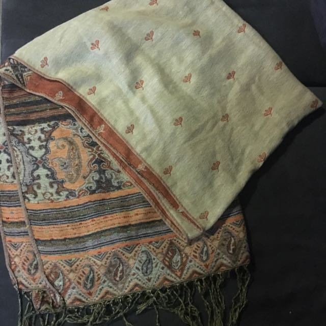 Detailed Double Sided Scarf