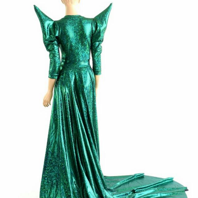 bf2da2190b86 Emerald Green Evening Dress Cosplay Dinner And Dance Evening Dress formal,  Women's Fashion, Clothes, Dresses & Skirts on Carousell