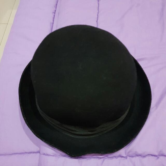 H&M Round Black Hat