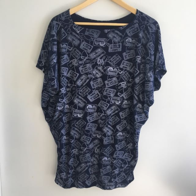 Navy bat wing sleeved print blouse