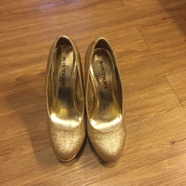 People are people Gold Pumps