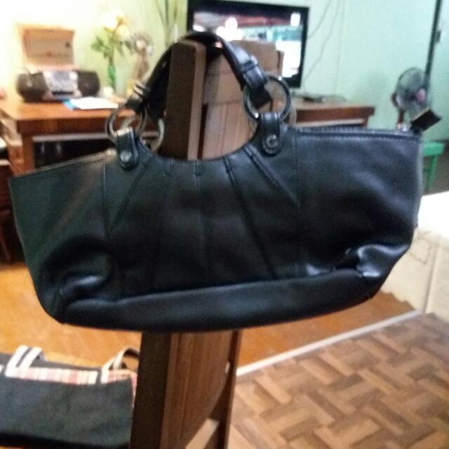 Pre-loved Tommy Hilfiger Leather Bag