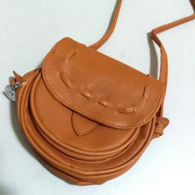 Round Ways Sling Bag - Camel