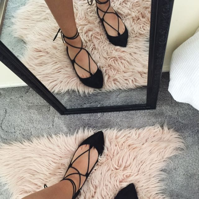 THERAPY LACE UP FLATS