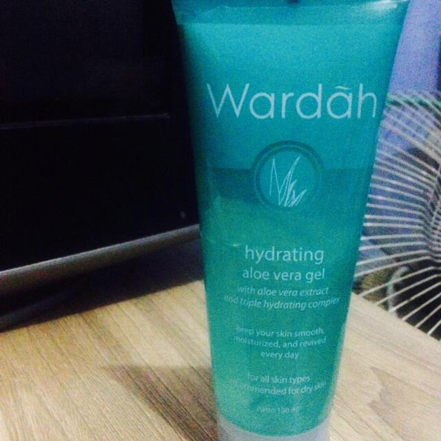 Wardah Hydrating Aloevera
