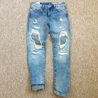 Zara Distressed Ripped Boyfriend Jeans (US 4 / Eur 36)