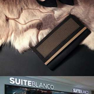 SUITE BLANCO stud chain clutch slingbag