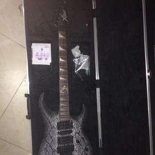 賣吉他送硬盒