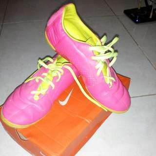 Nike Elastico Size 40