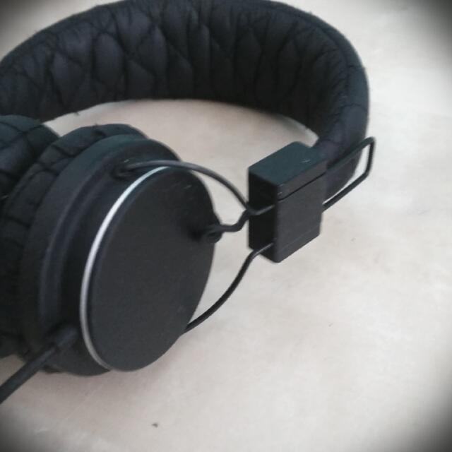 Black Quilted Urbanears Headphones