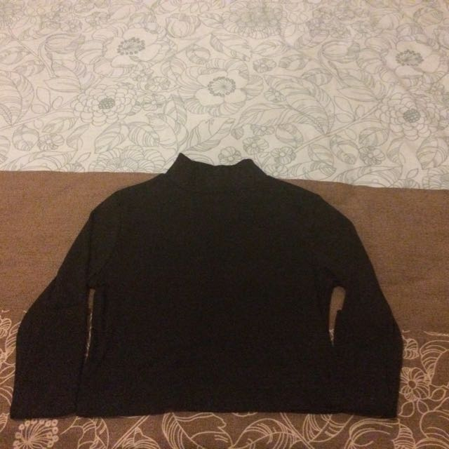 Cropped Black Long Sleeve