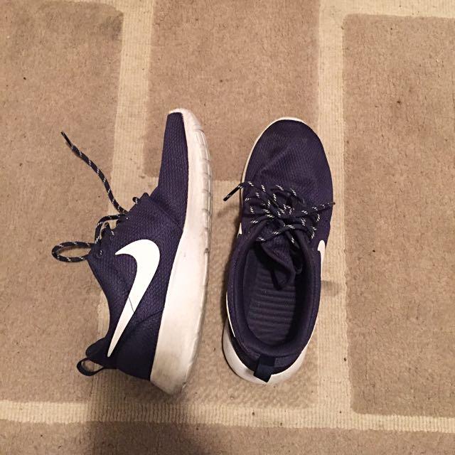 Nike Roshes Navy size 7 womens