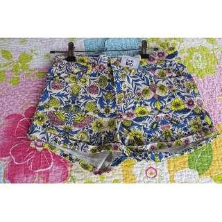 H&M - Ladies size 6 shorts.