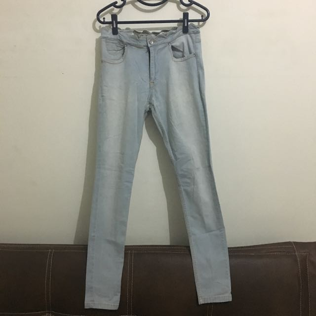 16DS Jeans